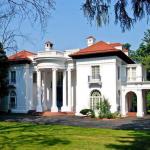 New England villa är vackert inredd i det marina temat.